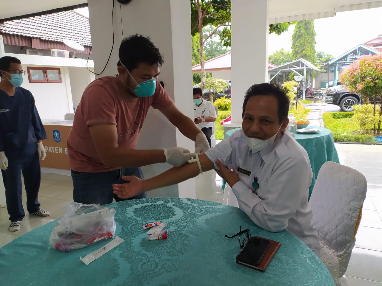 Jelang Suntik Vaksin Covid-19, Pejabat Bangka Mulai Diambil Darah
